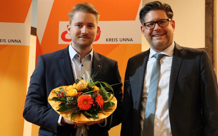 Marco Morten Pufke, Vorsitzer der CDU Kreis Unna (re.) gratulierte dem frisch gekürten Wahlkreiskandidaten Marcal Zilian zur Wahl. (Foto: Jonas Dickmann - CDU)